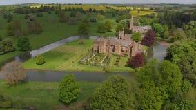 Oud kasteel op eiland stock video