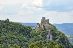Oud kasteel op zijn plaats Srebrenik stock fotografie