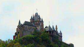 Oud Kasteel timelapse, middeleeuwse de bouwhemel die wolken, dag overgaan stock videobeelden