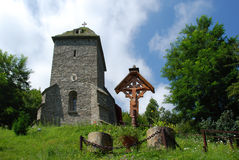 Oud kerk en kruis royalty-vrije stock fotografie
