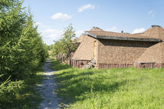 Oud klein blokhuis in het dorp Royalty-vrije Stock Foto