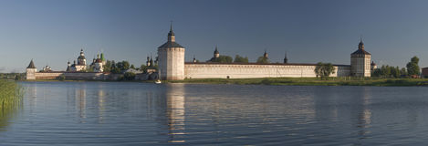 Oud klooster in Kirillov stock afbeelding