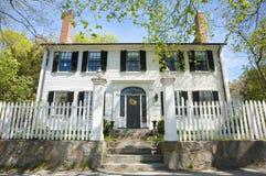 Oud koloniaal huis stock foto