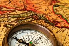 Oud kompas met kaart Stock Foto