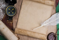 Oud kompas op grungeachtergrond Stock Afbeelding