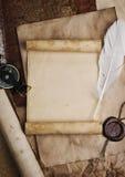 Oud kompas op grungeachtergrond Stock Afbeeldingen