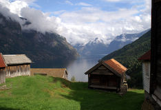Oud landbouwbedrijf in Aurlandsfjord Stock Afbeelding