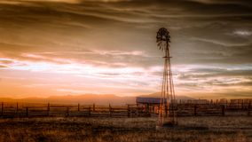 Oud landbouwbedrijf in het land Stock Foto's