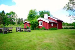 Oud Landbouwbedrijfhuis in Zweden stock illustratie
