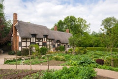 Oud landelijk Engels plattelandshuisje Stock Foto's