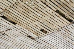 Oud lat en pleisterplafond stock foto