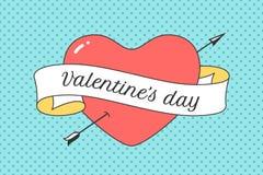 Oud lint met bericht Valentine Day, rode hart en pijl Stock Afbeeldingen
