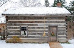 Oud logboekhuis - vooraanzicht Stock Afbeelding