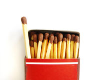 Oud lucifersdoosje en één matchstick uit Stock Fotografie