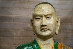 Oud luohan het gezichtsdetail van het monniksstandbeeld Stock Afbeeldingen