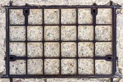 Oud metaalgrating broedsel Stock Foto