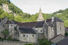 Oud middeleeuws dorp van Baume les Messieurs in Frankrijk stock afbeeldingen