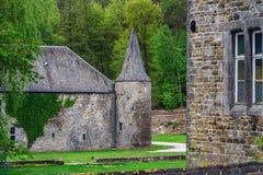 Oud middeleeuws kasteel stock foto's