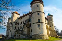 Oud middeleeuws kasteel in Nowy Wisnicz met torens, Polen royalty-vrije stock afbeelding