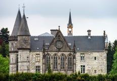 Oud middeleeuws kasteel in platteland stock fotografie
