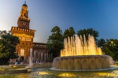 Oud middeleeuws Sforza-Kasteel Castello Sforzesco en toren, Milaan, Italië stock afbeelding