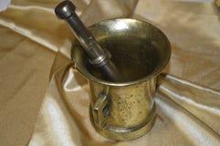 Oud mortier met stamper stock fotografie