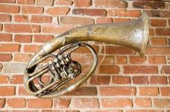 Oud muziekinstrument op de muur royalty-vrije stock foto's