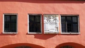 Oud nam kleurenvoorgevel en beeldhouwwerk toe Royalty-vrije Stock Afbeelding