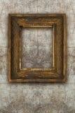 Oud omlijsting met de hand gemaakt hout op muur geruïneerde achtergrond Royalty-vrije Stock Foto