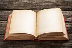 Oud open boek Royalty-vrije Stock Afbeeldingen