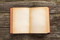 Oud open boek Stock Foto's