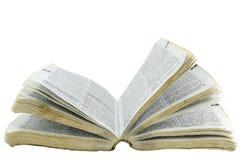Oud open boek op geïsoleerde achtergrond Royalty-vrije Stock Foto's