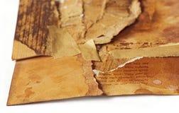 Oud oud die document in opnieuw weer bijeengebrachte stukken wordt gescheurd, sy royalty-vrije stock fotografie