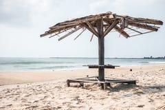 Oud paviljoen op het strand Royalty-vrije Stock Foto