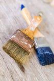 Oud penseel op houten achtergrond, wijnoogst Stock Foto's