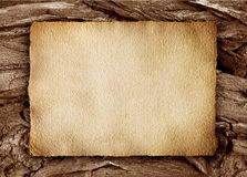 Oud perkament op hout stock foto
