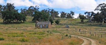 Oud plattelandshuisje Stock Afbeeldingen