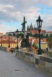 Oud Praag, Charles-brug in vroege ochtend royalty-vrije stock afbeelding