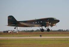 Oud propellervliegtuig stock afbeeldingen