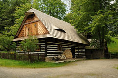 Oud provinciaal plattelandshuisje stock afbeeldingen