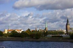 Oud Riga onder wolken Royalty-vrije Stock Afbeelding
