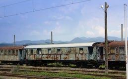 Oud roestend treinvervoer Stock Afbeelding