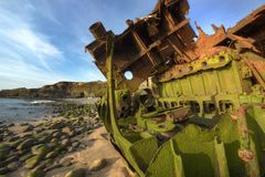 Oud roestend wrakschip Stock Fotografie