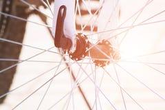 Oud roestig fietswiel royalty-vrije stock foto