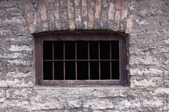 Oud roestig gevangenisvenster Stock Fotografie