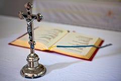 Oud roestig kruisbeeld Royalty-vrije Stock Afbeeldingen