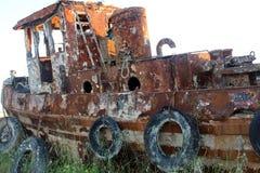 Oud roestig schip stock foto's