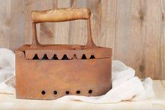 Oud roestig steenkoolijzer Royalty-vrije Stock Fotografie