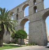 Oud Roman Aqueduct, Kavala, Griekenland Weergeven op aquaduct Kamares in Macedoni?, Griekenland, Europa Reizende conceptenachterg royalty-vrije stock fotografie