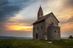 Oud Roman Church bij Zonsondergang in Drazovce, Slowakije Royalty-vrije Stock Foto